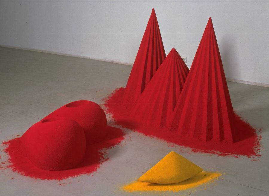 Anish Kapoor - montañas rojo y curry