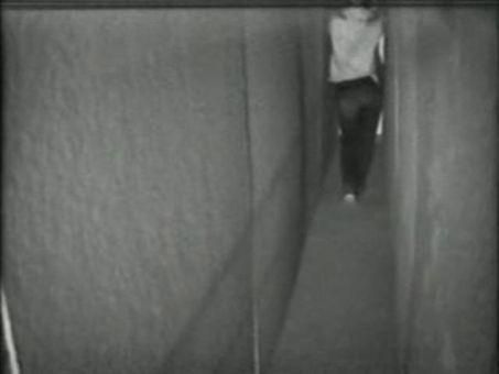 Bruce Nauman - walking in contrapposto 1968