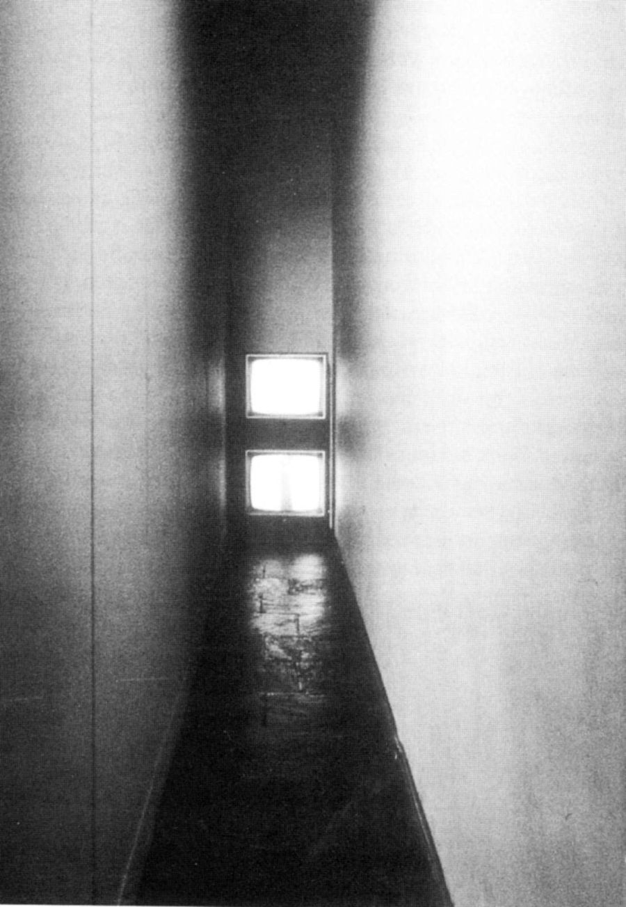 corridor-with-tv-bruce-nauman