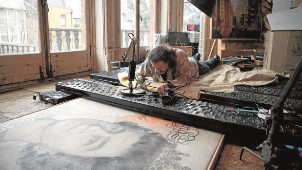 Jose María Cano pintando