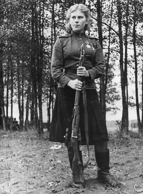 World War II sniper Roza Shanina with her rifle 1944. Photo by A. N. Fridlyanski