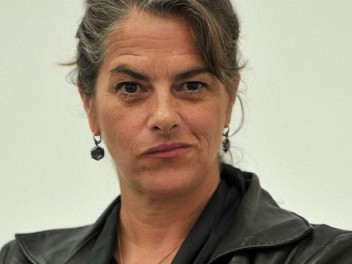 Tracey Emin. Biography, Works and Exhibitions