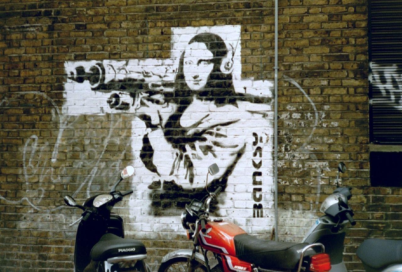 Mona-lisa con bazoka por Banksy