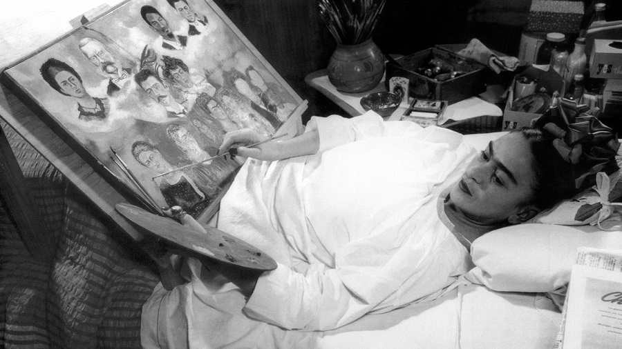 frida kahlo postrada pintando cordon national geographic